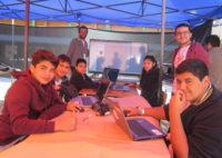 Alumnos en talleres de fabricación digital.